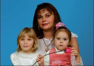 Наталья Цибисова с дочерьми Ритой и Катей